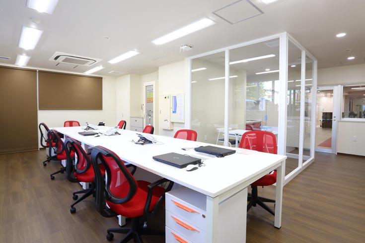 事務・医務室 事務スペース